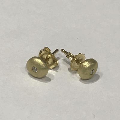 18k Diamond Pebble studs