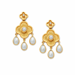 Closeup photo of Daphne Chandelier Gold Pearl Earring